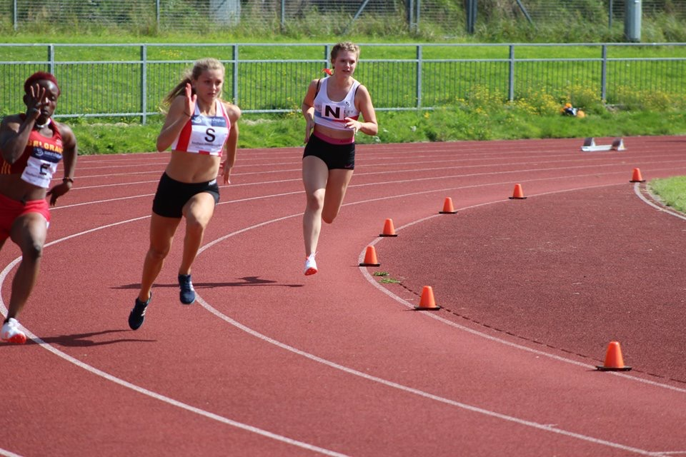 Hannah Childs (centre) sprints to glory
