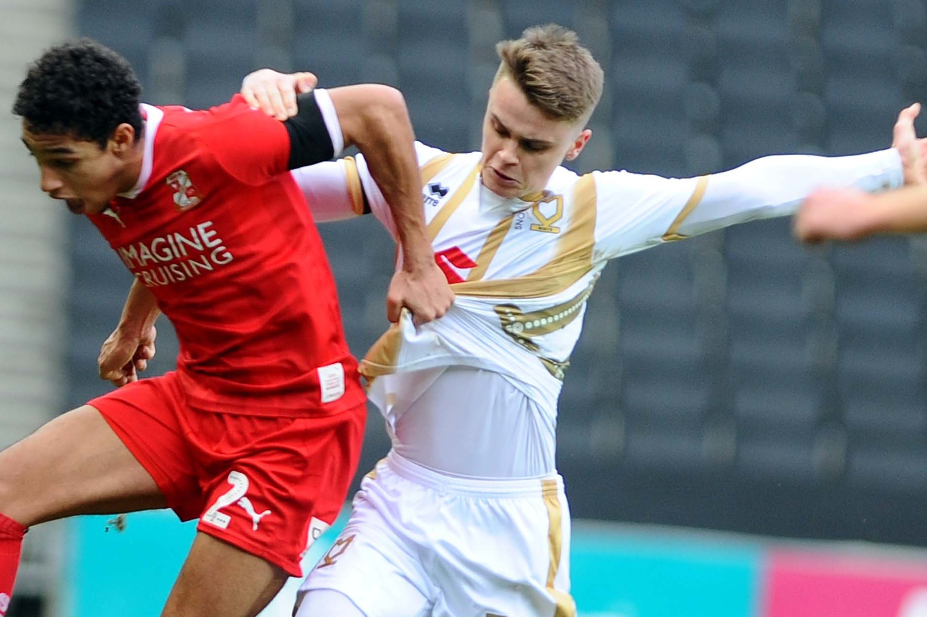 Hesketh scores another stunner for MK Dons